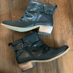 Baretraps size 6.5 Pennie Boot